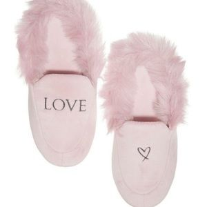Victoria's Secret Fluffy Love Slippers 7-8